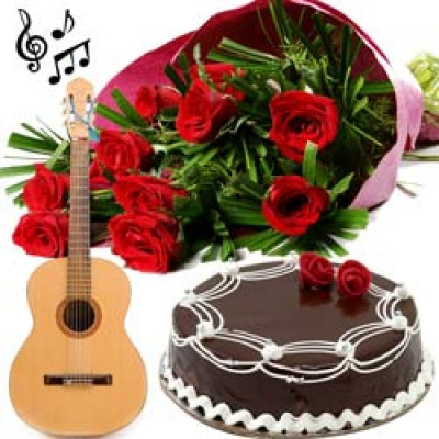 GUITARIST + FEMALE SINGER (HINDI BOLLYWOOD SONGS) + 15 RED ROSES WRAPPED BEAUTIFULLY IN A HAND WOVEN SHEET + HALF KG CAKE AT MIDNIGHT ANYWHERE IN PUNE