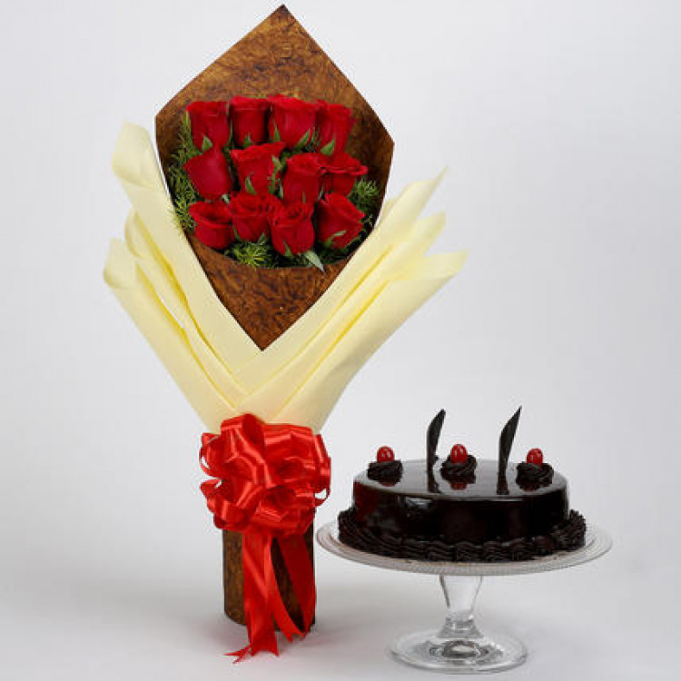 Bouquet of 12 Red Roses & Truffle Cake