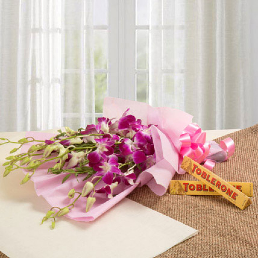 Flower delivery in pune 199 pune florist send flowers to pune brighten their day combo izmirmasajfo