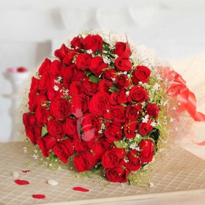Enchanting Valentine 60 Roses Bunch